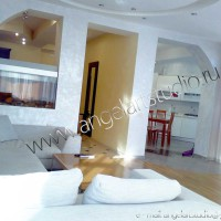 ремонт квартир фото, гостиная в светлых тонах от Ангел АРТСтудио в Сочи Дизайн проект с авторским надзором.
